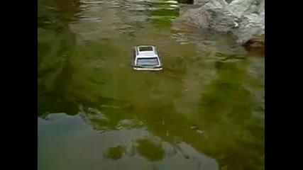 Bmw X5 падна във езеро