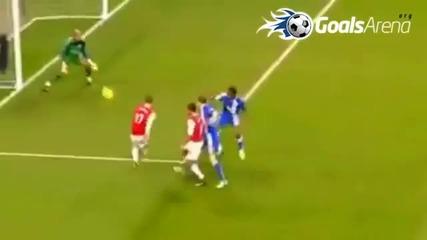 Най - добрите голове на Робин ван Перси за 2011