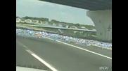 Потресаваща гледка!!! Хиляди бутилки бира на пътя , заради блъснал се бирен камион