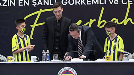 Turkey: Mesut Ozil welcomed in Fenerbahce at signing ceremony