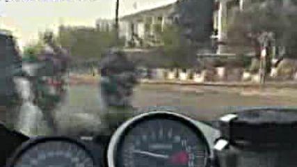 не се кара така мотор в града