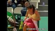 Смяна на бикините по време на тенис мач