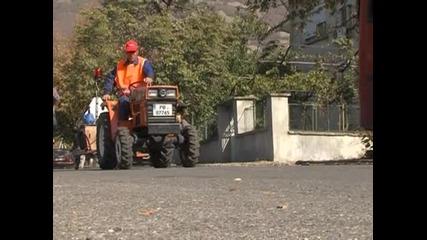 Двама служители на общината в Сопот създадоха сами машина за пътна маркировка
