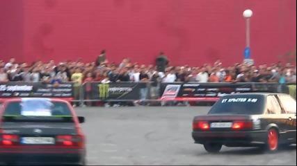 9 коли дрифтират на паркинга на кино Арена