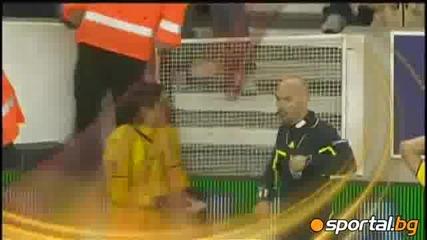 Играч уцели съдия с обувка, получи червен картон