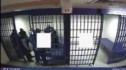 USA: Video shows police Tasering prisoner moments before death