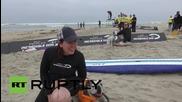 Състезание за кучета сърфисти в Калифорния