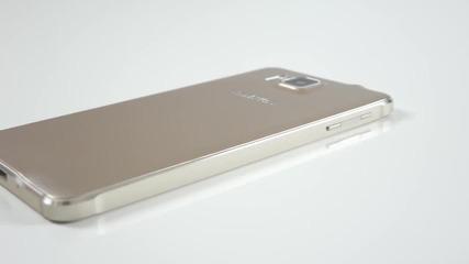 Едно от най-симпатичните предложения на Samsung - Galaxy Alpha - видео ревю на smartphone.bg