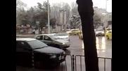 Митьо Пищова паркирал колата си на кръговото в Шумен - Смях