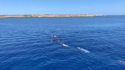 Italy: Migrants jump off rescue boat and swim in vain to Lampedusa