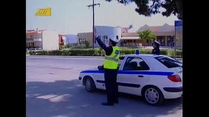 полицаи ги правят за смях