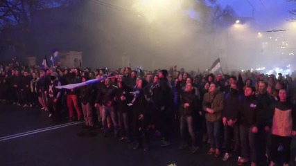 Ukraine: Dnipro and Shakhtar fans unite for pro-Donetsk march