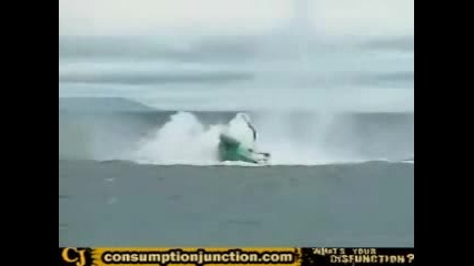 Хеликоптер Се Разбива В Морето