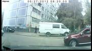Като видите жена да излиза от паркинг, бягайте колкото се може, по надалеч!