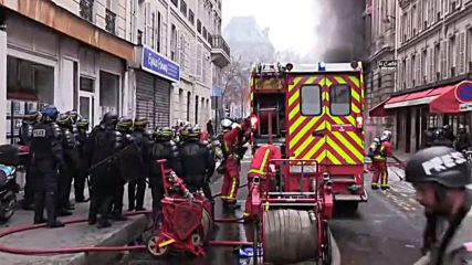 France: Protesters start fires at Paris pension reform strikes