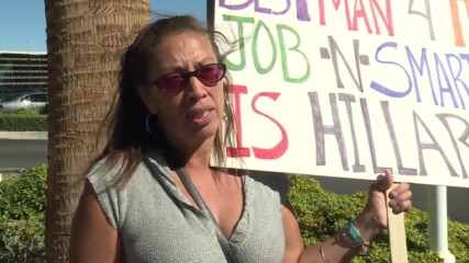 USA: Pro and anti-Trump activists face off in Las Vegas ahead of final presidential debate