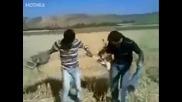 Как се забавляват на полето в Албания Супер Смях!