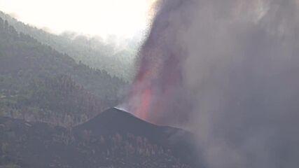 Spain: Lava destroys homes as La Palma volcano eruption covers island in smoke
