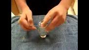 Монета през чаша с вода без да потече