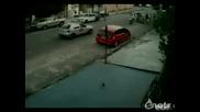 Кола блъска жена и тя прелита 10 м като по чудо оцелява