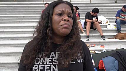 USA: Congresswoman Cori Bush camps outside Capitol to demand eviction moratorium extension