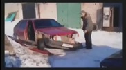 Руснак разглобява кола само с един ритник - смях ;д