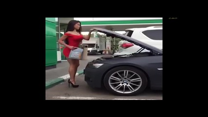 Много смях !!! Тази мацка явно не знае как се налива масло в колата