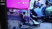 Самоубиец убива човек скачайки върху него и оцелява
