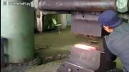 Ето какво е да си професионален ковач в металургичен комбинат