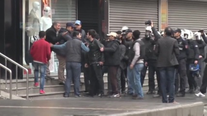 Turkey: Water cannon & tear gas used at Diyarbakir protest