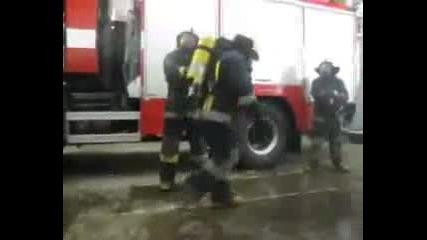 Какво Правят Пожарникарите В Свободното Си Време (смях)