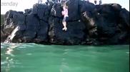 Скокове от скалите във водата