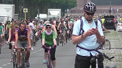 Germany: Cyclists ride for better infrastructure in world's largest bike demo in Berlin