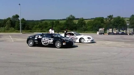 Toyota Supra прави донът около Bugatti Veyron