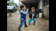 Сладки Деца Танцуват