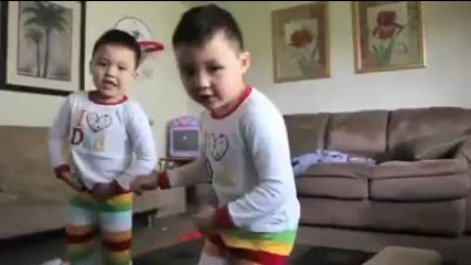 Малки деца пеят Bruno Mars - Lazy Song