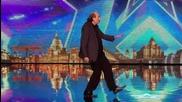 Участник не може да пее, но показва страшни танци! - Britain's Got Talent 2015