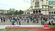 """Кулминацията на парада: Ротите се снимат пред """"Александър Невски"""""""