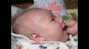 бебенце пее