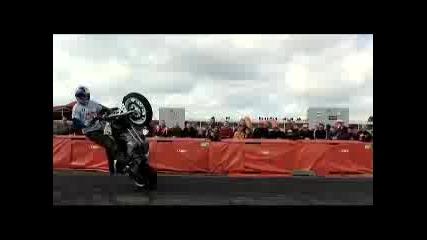 Тези лудаци не издържат... Stunt Show