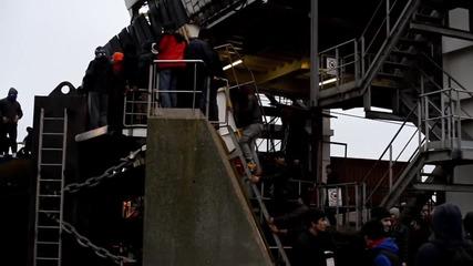 France: Police arrest 24 after refugees storm Calais ferry