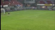 Великолепен гол от центъра на терена