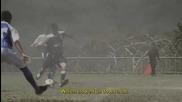 Как се играе футбол на плаващ стадион... Има ли желание, има и начин!