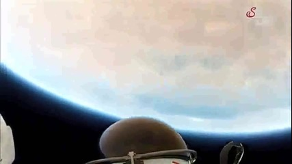 Кадри От Камерата На Феликс Баумгартнер при скокът му от ръба на Космоса!