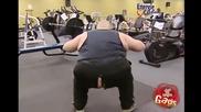 Скрита Камера - Дебелак Във Фитнеса