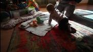 Бебче взима първото си важно решение в живота!