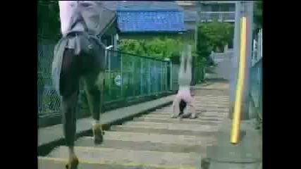 Странна японска рекламa! Къде е млякото?