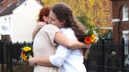 Българка се бори да узаконят брака ѝ с жена