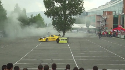 Ива Русинова и Михаил Косев - дрифт на паркинга на Интер Експо Център