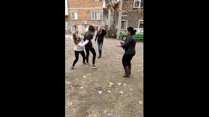 Бой на момичета в Българско село